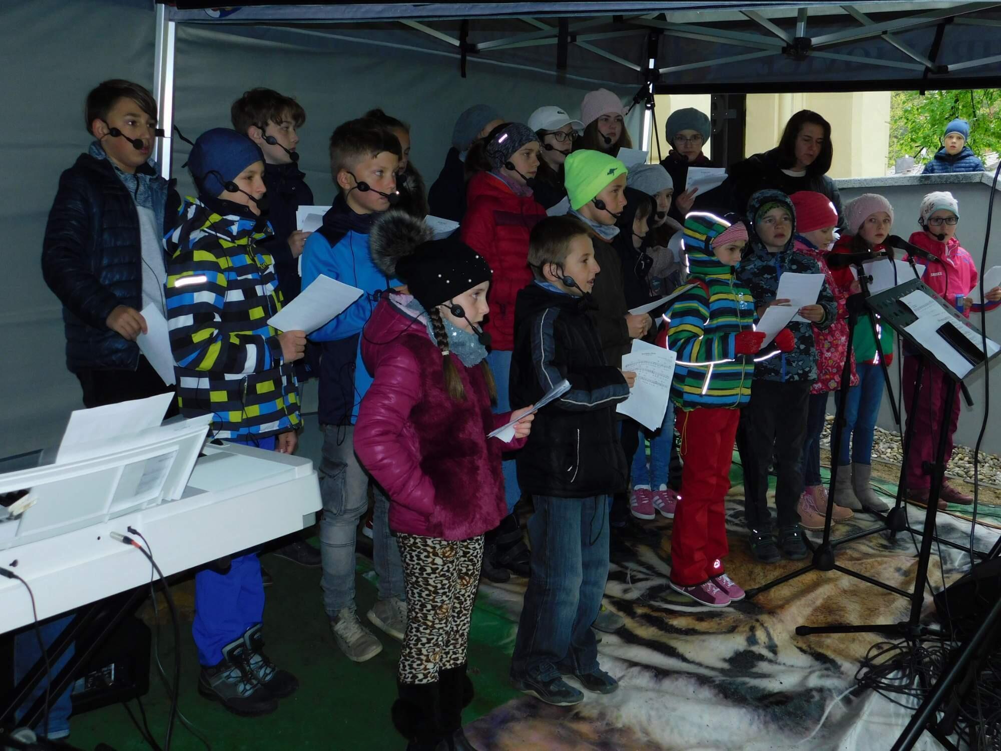 Zpívání na slavnosti Svátku matek (Hrdějovice, 12. května 2019)